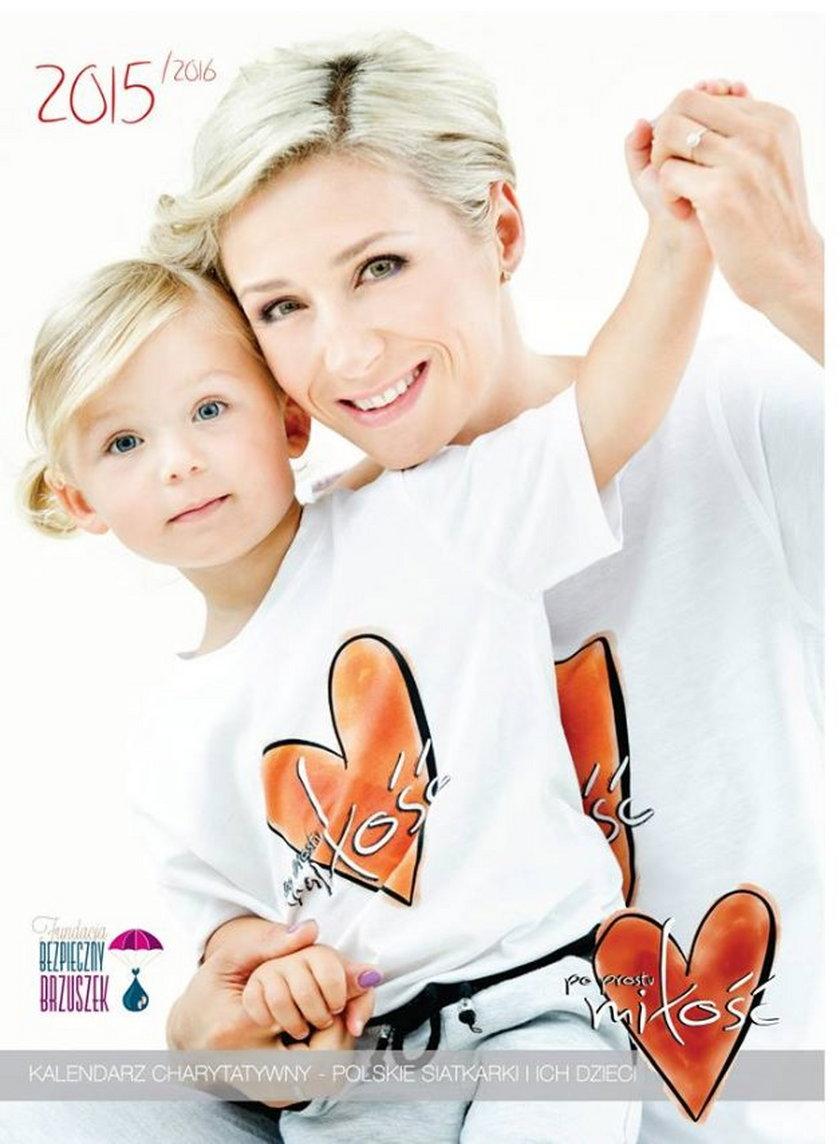 Znane polskie siatkarski pokazały w kalendarzu charytatywnym swoje dzieci. Galeria