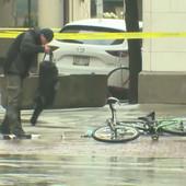 "HIT SNIMAK Biciklisti je dojadila gužva, pa se zaleteo i ISTRESAO ""RANAC S BOMBOM"". Usledio je BOL (VIDEO)"