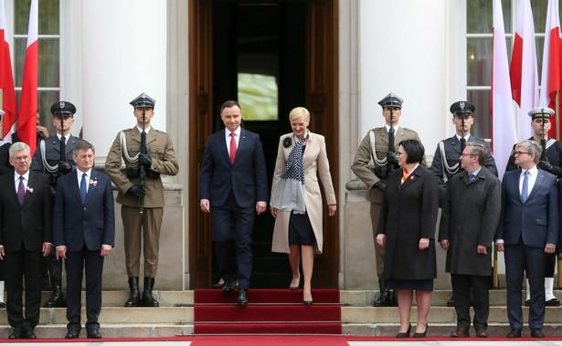 Podziękował także przedstawicielom organizacji krajowych oraz polonijnych, którzy podczas uroczystości odebrali polskie flagi państwowe.