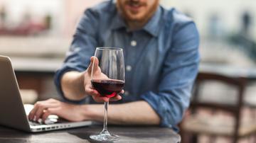 A bor befolyásolja az erekciót - Duci férfi 45 évesen