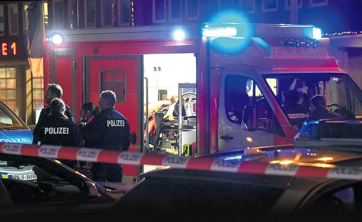 U stanu ubijenog mladića pronađena dva gasna pištolja, kao i luk i strele