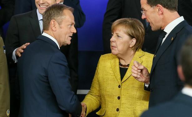 """""""FAS"""" wyraża wątpliwość, czy Tusk zapoznał się z przebiegiem prac nad poszukiwanym od 15 miesięcy rozwiązaniem problemu migracyjnego."""
