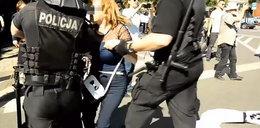 Blokowała narodowców. Policjant złamał jej rękę?