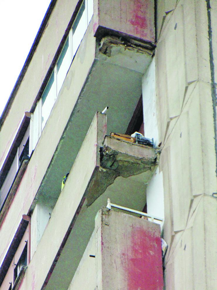 NIS05 Zgrada u Ulici Vojvode Misica sa koje je otpao betonski blok foto Branko Janackovic