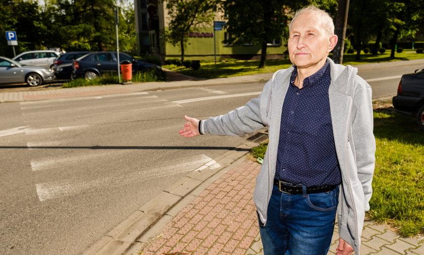 Tak wyglądają przejścia dla pieszych na Giszowcu - żali się Edward  Czajka (79 l.), mieszkaniec osiedla