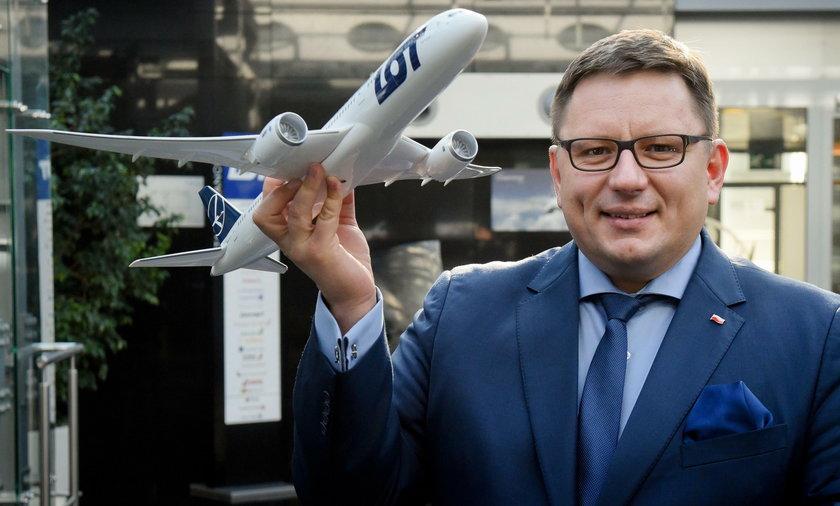 """Prezes PLL LOT RafałMilczarski oskarża związkowców o to, że """"chcą przystawićpistolet do głowy"""""""