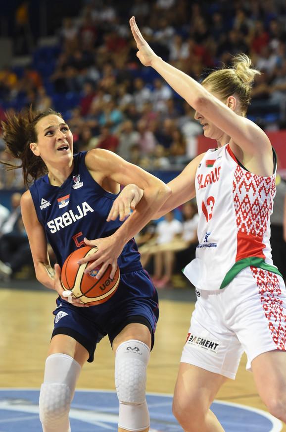 Sonja Petrović u duelu sa rivalkom iz Belorusije