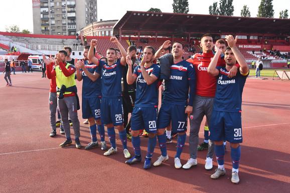 Slavlje fudbalera Zvezde posle pobede u Novom Sadu