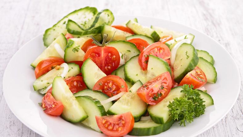 Sałata z pomidorów i ogórków