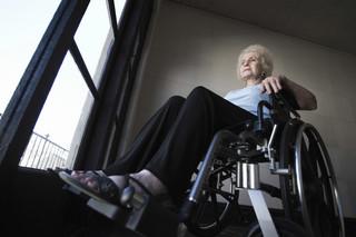 Walka o świadczenia pielęgnacyjne przeniosła się do sądów. Opiekunowie osób niepełnosprawnych wygrywają