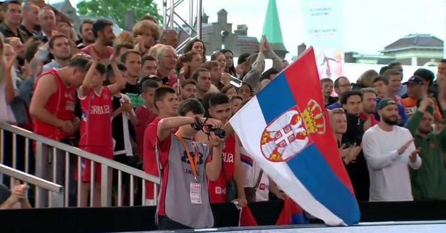 Naši navijači u Amsterdamu na meču basket reprezentacija Holandije i Srbije