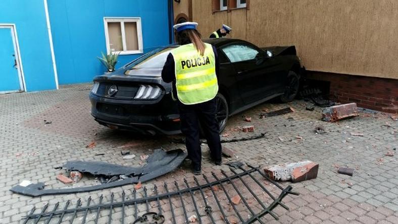 Rozbity Ford Mustang
