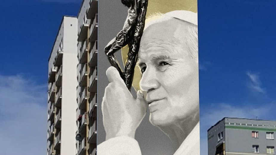 Tak prezentuje się mural Jana Pawła II w Stalowej Woli