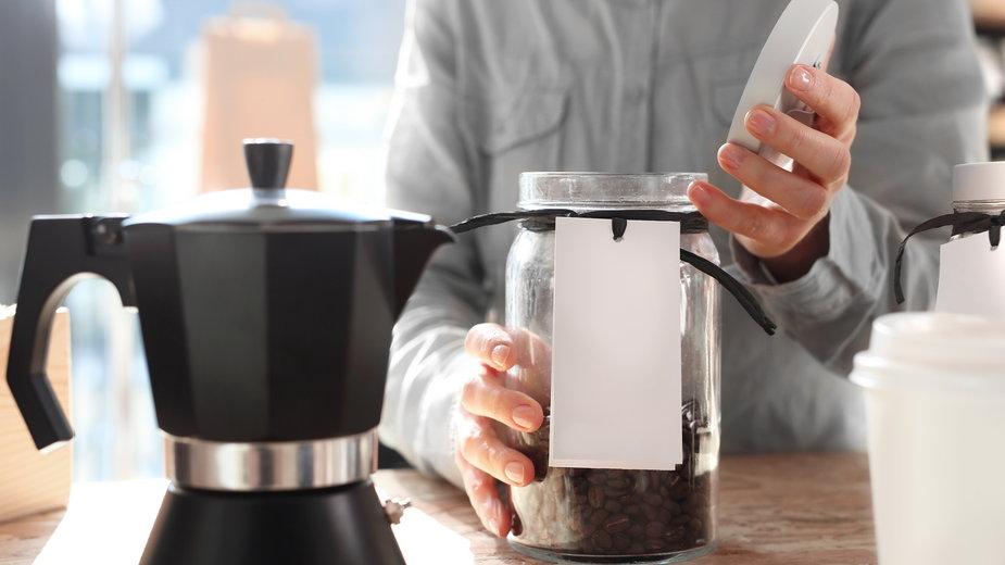 Parzenie kawy w kawiarce - Robert Przybysz/stock.adobe.com