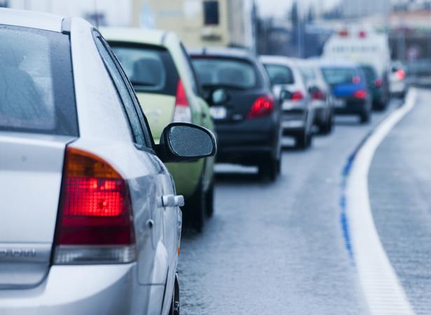 Według KE unijna gospodarka traci co roku 118 mld euro z powodu ulicznych korków. fot. shutterstock.com