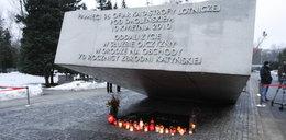 Polacy oddają hołd ofiarom na powązkach