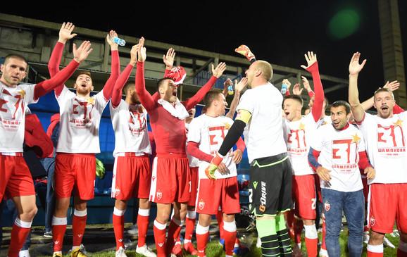 Fudbaleri Crvene zvezde slave titulu nakon trijumfa protiv Rada (5:0)