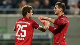 Thomas Mueller (L) celebrates after scoring Bayern Munich's opening goal at Fuerth on Friday Creator: Christof STACHE