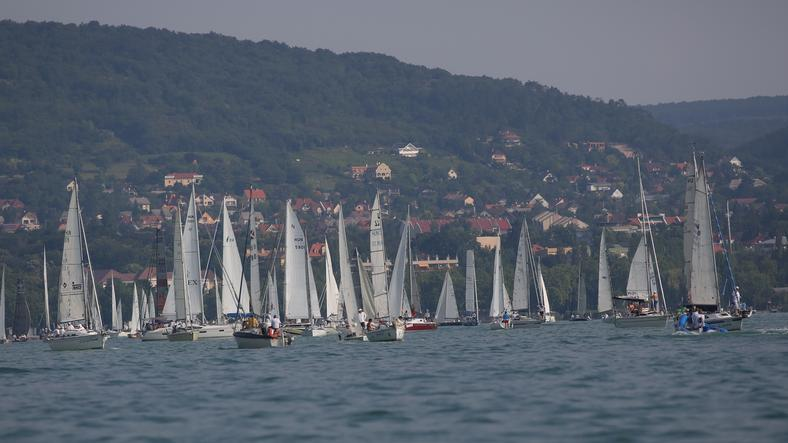 Hat-hétszáz hajót várnak a szervezők a Kékszalag vitorlásversenyre Balatonfüreden