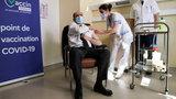 Francja przywraca szczepienia AstraZeneką. Premier zaszczepił się w obecności mediów
