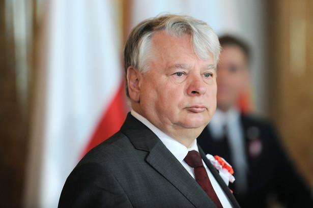 Wniosek Komorowskiego został potraktowany tak samo jak wniosek Dudy czyli zgodnie z prawem - poinformował polityk.