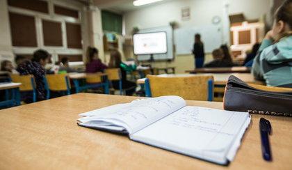 Nauczyciele... wystawiają mnóstwo ocen. To ma związek z COVID