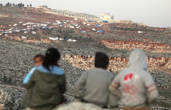 Mnoge izbeglice žive na otvorenom, a od smrzavanja je umrlo najmanje 12 dece