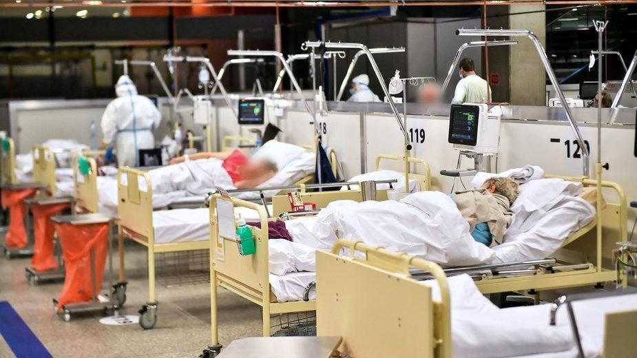 Koronawirus w Polsce. Pacjenci na oddziale szpitala tymczasowego w Warszawie, 21.12.2020 r.