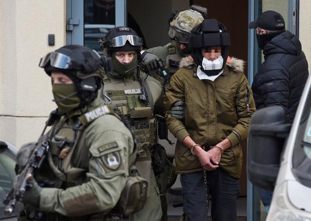 Kajetan P. wyprowadzany z Prokuratury Okręgowej