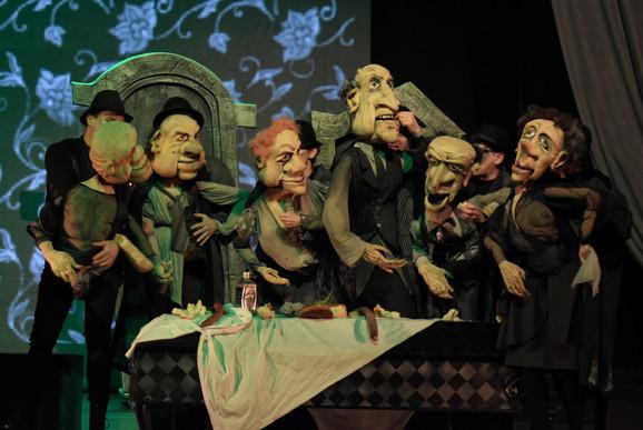 Karakter Nušićevih likova isplivao je kroz groteskne lutke u Pozorištu mladih