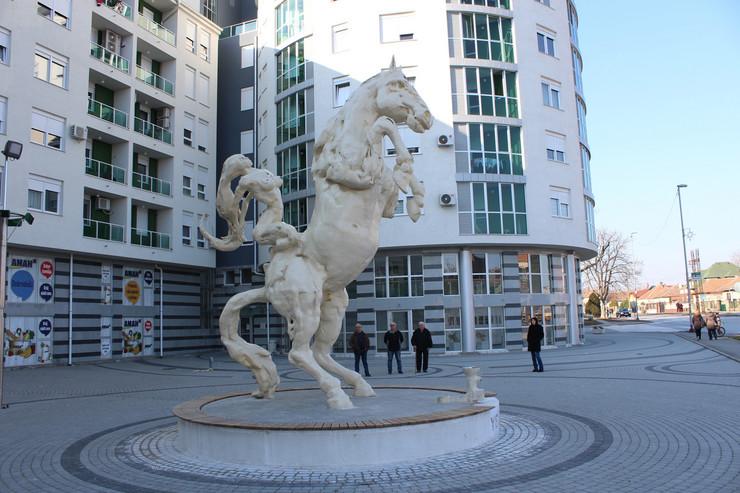 skulptura konja