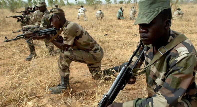 ___4165729___https:______static.pulse.com.gh___webservice___escenic___binary___4165729___2015___9___14___11___Niger_Army_322nd_Parachute_Regiment-800x500_c
