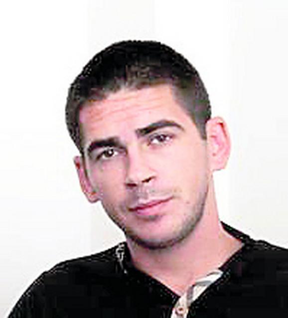 Jugoslav Cvetanović rođeni je brat Pitbula, osuđenog za ubistvo Nikole Bojovića. Cvetanović je ubijen sa 30 metaka u haustoru