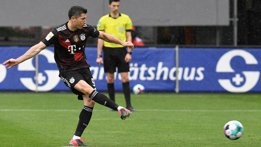 Robert Lewandowski wyrównał w sobotę rekord 40 goli w jednym sezonie piłkarskiej ekstraklasy Niemiec.