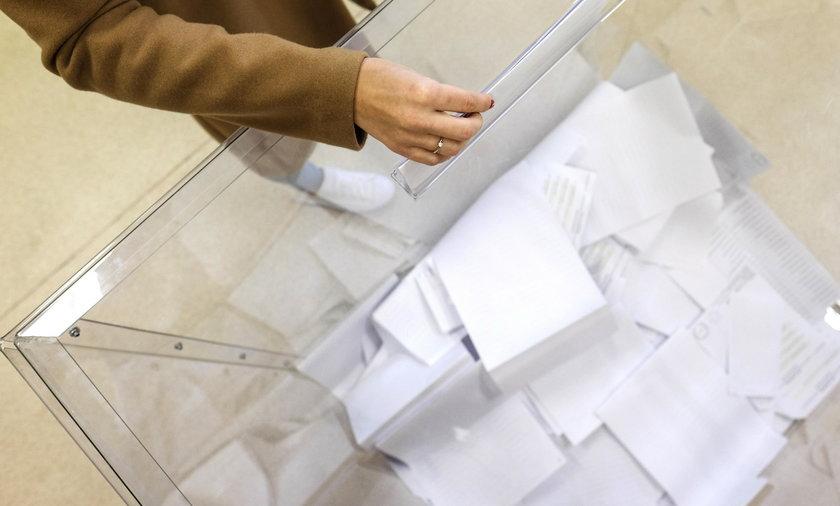 Zakażenia koronawirusem w jednej z komisji wyborczych