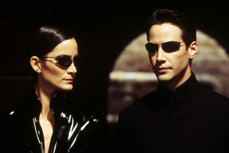 "Carrie-Anne Moss i Keanu Reeves w filmie ""Matrix"""