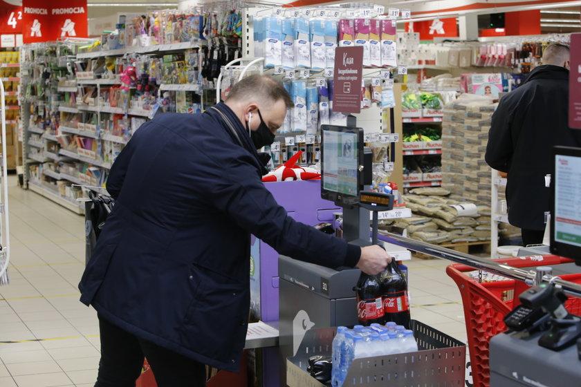 Oprócz tego prezydent Duda kupił Coca-Colę, wodę mineralną i ziemniaki.