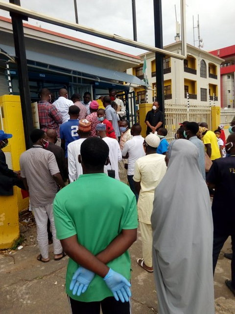 Lockdown relaxation: Residents worried at poor social distancing in Lagos. [Pulse]