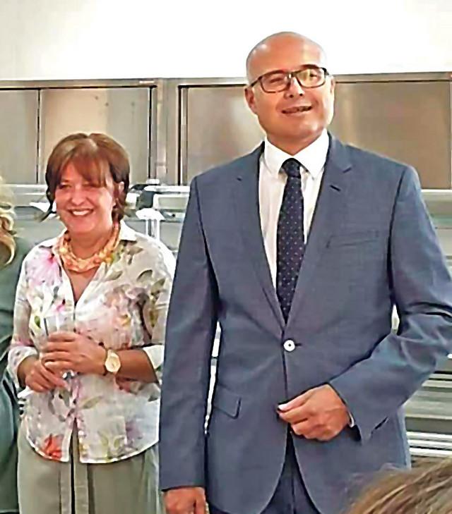 """Direktorka """"Radosnog detinjstva"""" Marijana Popov i gradonačelnik Vučević"""