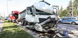 Trzy ciężarówki zderzyły się w Markach. Jedna osoba nie żyje