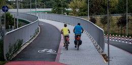Kładka rowerowa wzdłuż Kamieńskiego do poprawy? Ma nierówną i wyboistą powierzchnię