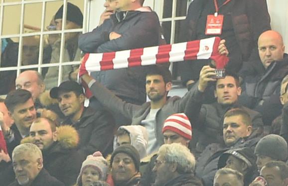 Novak Đoković sa šalom Crvene zvezde