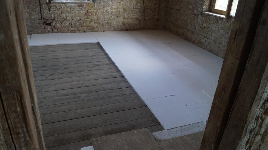 Ocieplenie podłogi styropianem - NAWKO/stock.adobe.com