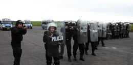 400 policjantów ćwiczyło na lotnisku