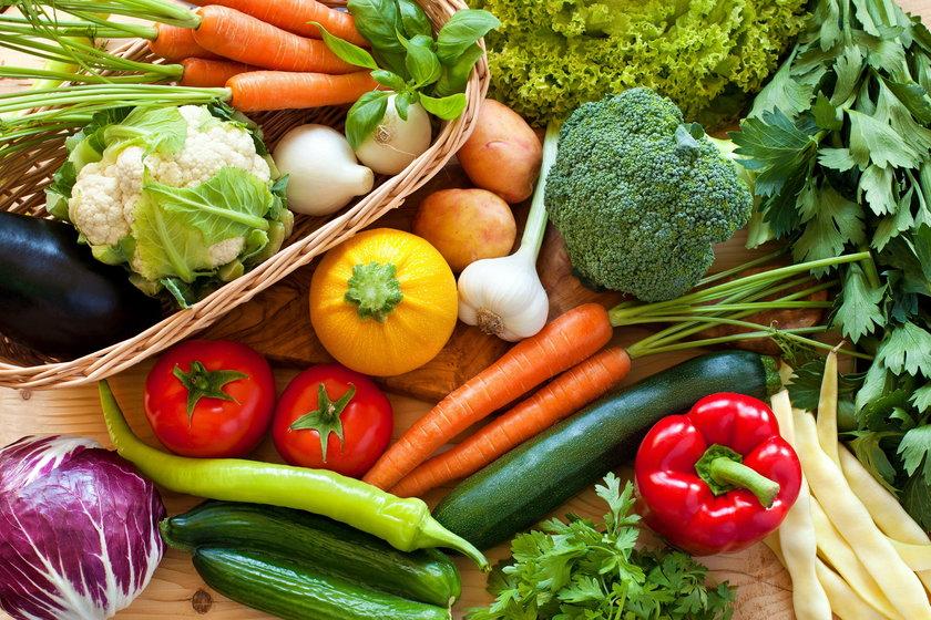 Nie trzeba się na tej diecie głodzić, nie trzeba też pochłaniać dzień w dzień góry warzyw. Chodzi o umiejętny dobór produktów.