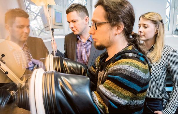 Dr hab. Marcin Molenda, dr inż. Michał Świętosławski i dr Monika Bakierska z Uniwersytetu Jagiellońskiego fot. Paweł Ulatowski