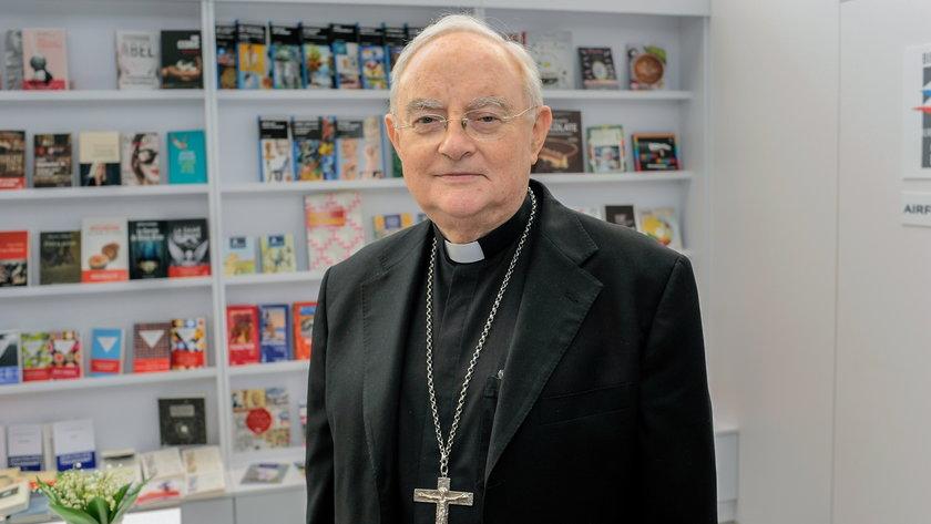 Arcybiskup Hoser w szpitalu.