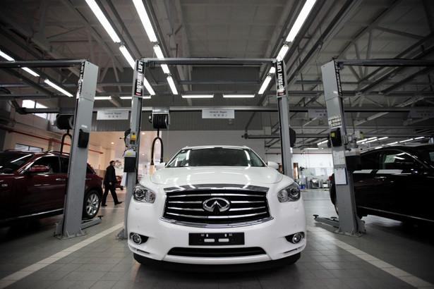 Nissan infiniti w salonie naprawy w Shanghai Dongchang Infiniti Auto Sales and Service Co. Nissan zapowiada uruchomienie produkcji samochodów w Chinach w 2014 r.