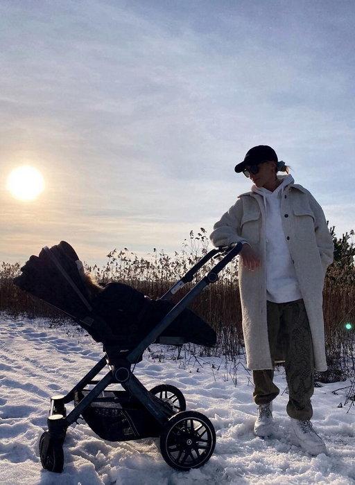 """Maffashion wozi syna w drogiej spacerówce. Od razu tłumaczy, że """"pediatra pozwolił"""""""