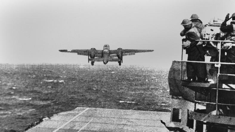 Wrak USS Hornet odnalazła na Pacyfiku załoga statku badawczego Petrel. Okręt spoczywa na głębokości ponad 5 kilometrów. By odnaleźć wrak, naukowcy utworzyli siatkę poszukiwań, opartą zarówno na ostatnim kursie lotniskowca, jak i na danych z amerykańskich okrętów, które widziały USS Hornet po raz ostatni.